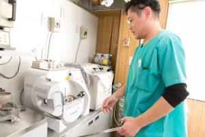 歯科技工物をスピーディーに製作するため、 日夜技術の向上に努める